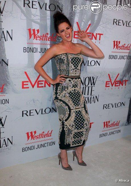 Kristen Stewart dans une robe Balmain en juin 2012 à Sydney, Australie.