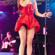 Lana Del Rey dévoile sa petite culotte lorsqu'elle chante lors au Festival BBC Radio 1 Hackney Weekend à Victoria Park à Londres le 24 juin 2012