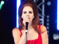 Lana Del Rey : Envoûtante et sexy, elle dévoile ses dessous en plein concert !