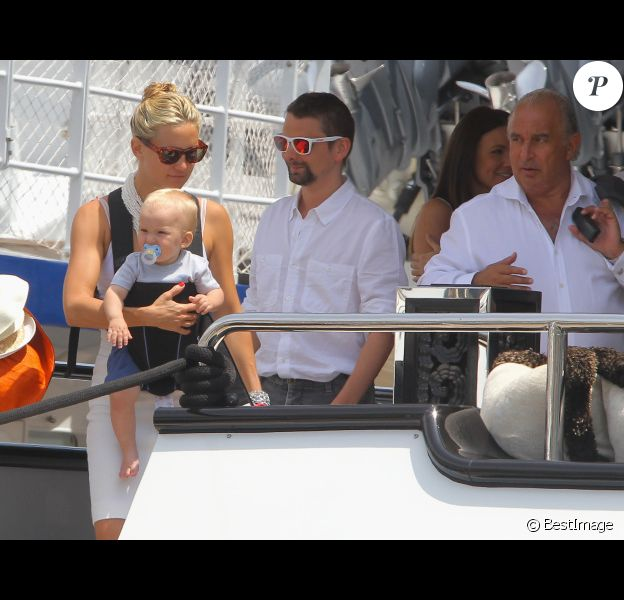 Kate Hudson et Matthew Bellamy barbu, avec leur fils Bingham, ont passé quelques jours sur le yacht de l'homme d'affaires Philip Green, le 25 juin 2012 à Saint-Tropez
