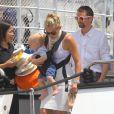 Kate Hudson et Matthew Bellamy, aux anges avec leur fils Bingham, après avoir passé quelques jours sur le yacht de l'homme d'affaires Philip Green, le 25 juin 2012 à Saint-Tropez