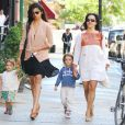 Camilla Alves en famille avec ses enfants et sa maman dans les rues de New York le 27 juin 2012