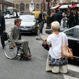L'actrice Mimie Mathy et Philippe Caroit sur le tournage de Joséphine, Ange gardien, à Paris, le 19 juin 2012