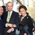 L'infante Margarita d'Espagne (en photo : au Ritz de Madrid avec son époux Carlos Zurita le 31 mars 2011), soeur du roi Juan Carlos Ier, a dû être hospitalisée en raison d'une forte fièvre début juillet 2012, renonçant à une cérémonie de la Fondation des Ducs de Soria.