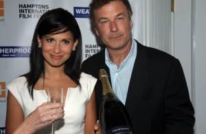 Alec Baldwin et son épouse Hilaria : Première sortie (arrosée) pour les mariés
