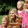 Une pose rien qu'entre filles... Le prince Willem-Alexander et le princesse Maxima des Pays-Bas, comme chaque année, ont pris la pose avec leurs filles les princesses Catharaina-Amalia, Alexia et Ariane, désormais âgées de 8, 7 et 5 ans, pour fêter l'arrivée des vacances d'été. Le 7 juillet 2012, la séance photo a eu lieu dans le parc de la résidence familiale à Wassenaar, la villa Eikenhorst.