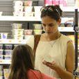 Katie Holmes et sa fille Suri faisant des courses à New York le 8 juillet 2012