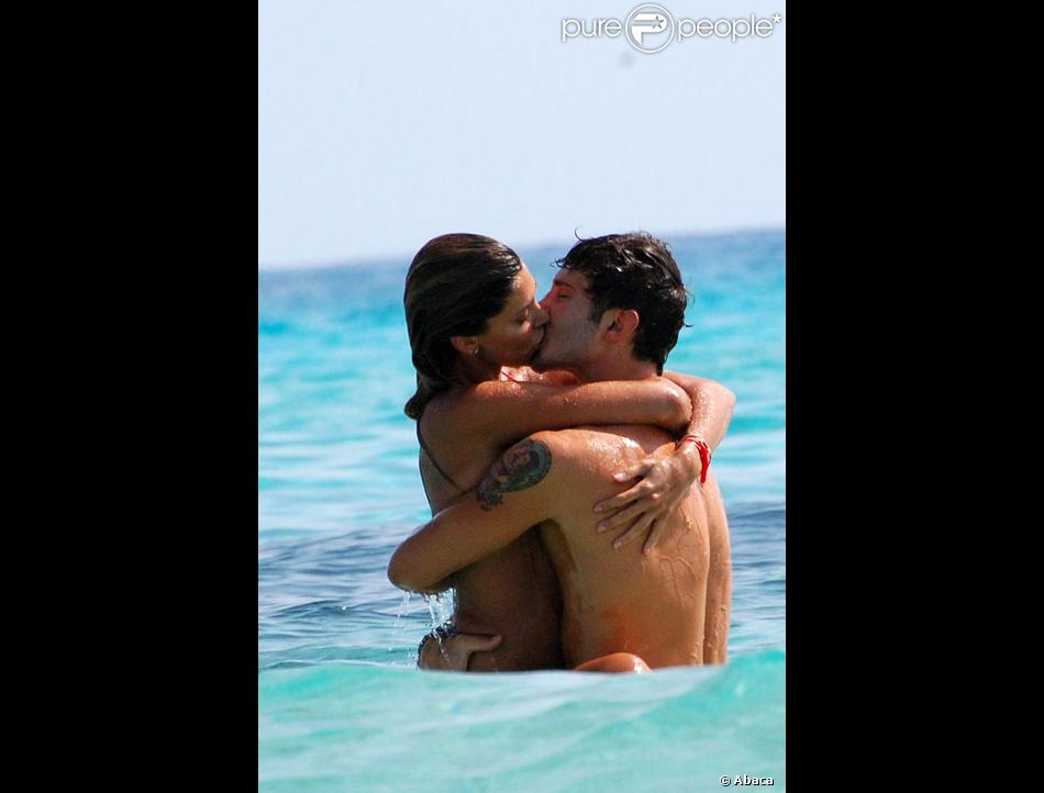 Image D Amoureux Qui S Embrasse belén rodriguez et son amoureux stefano de martino s'embrassent avec