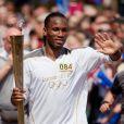 Didier Drogba, porte la flamme Olympique à Swindon le 23 mai 2012