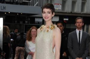 Anne Hathaway, bucolique et divine, défie les rumeurs de grossesse