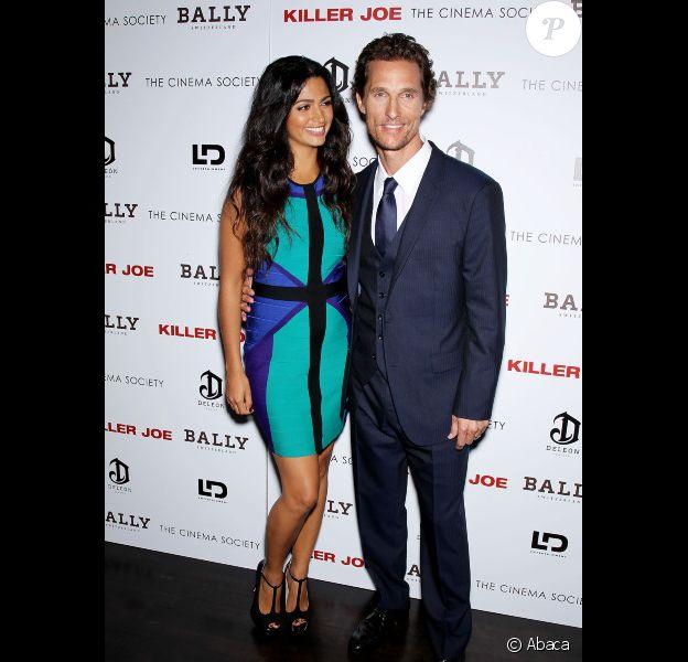Matthew McConaughey et sa femme Camila Alves enceinte à l'avant-première de Killer Joe, à New York le 23 juillet 2012.