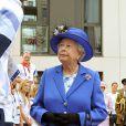 Elizabeth II va rendre visite aux nageurs, lors des JO de Londres, le 28 juillet 2012.