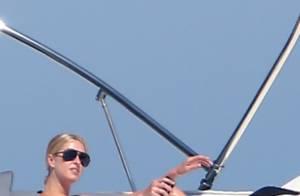 Paris Hilton : A toute allure sur son jet-ski au large de Saint-Tropez
