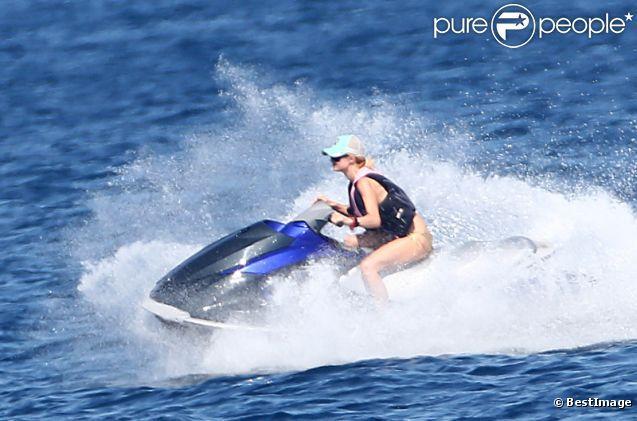 Paris Hilton, pro du jet-ski à St-Tropez, le dimanche 29 juillet 2012.