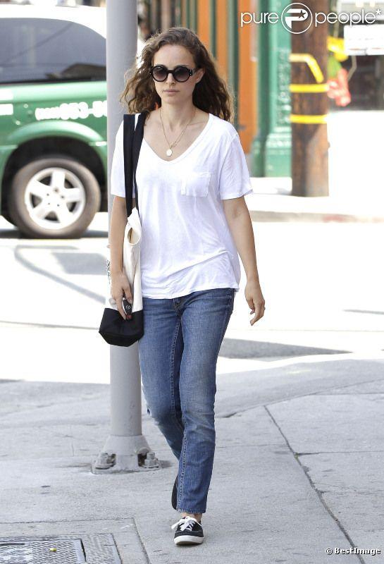 Natalie Portman, au naturel, sort de déjeuner à Hollywood, le 1er août 2012