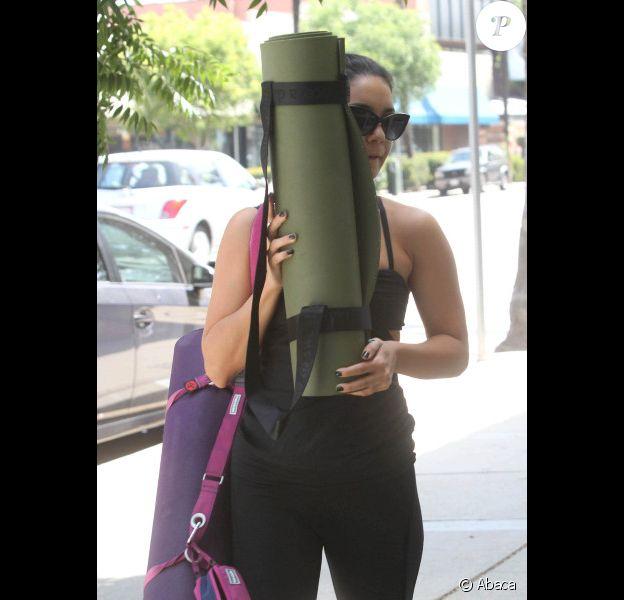 Vanessa Hudgens quitte son cours de yoga avec son petit ami Austin Butler, le jeudi 2 août 2012.