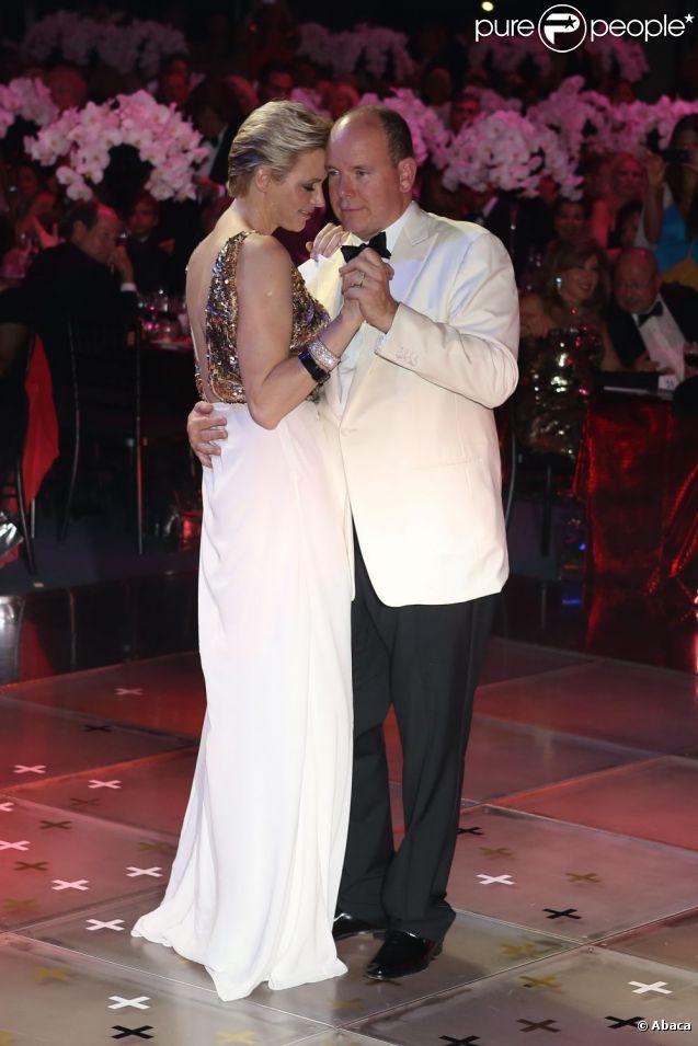 Chalene Wittstock et le Prince Albert, plus complices que jamais lors du Bal de la Croix-Rouge à Monaco, le vendredi 3 août 2012.