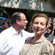 Promenade à Bormes-les-Mimosas pour François Hollande et Valérie Trierweiler, le vendredi 3 août 2012.