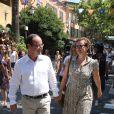 Bain de foule à Bormes-les-Mimosas pour François Hollande et Valérie Trierweiler, le vendredi 3 août 2012.