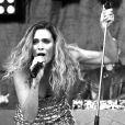 """Clara Morgane, sublime, lors du concert """"ON THE BEACH"""" à Liège durant lequel elle s'est produite aux côtés du DJ Jey Didarko, son mari, et de ses danseurs Harmony et Fabso le 2 août 2012."""