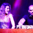 """Clara Morgane : sexy et déchaînée auprès de son mari DJ Jey Didarko lors du concert """"ON THE BEACH"""" à Liège, le 2 août 2012."""