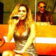 """Clara Morgane lors du concert """"ON THE BEACH"""" à Liège durant lequel elle s'est produite aux côtés du DJ Jey Didarko, son mari, et de ses danseurs Harmony et Fabso le 2 août 2012."""