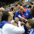 Renaud Lavillenie, champion olympique de saut à la perche, a chaudement félicité Jérôme Fernandez. Champions olympiques pour la seconde fois consécutive le 12 août 2012 à Londres, les Experts du hand français avaient derrière eux un public en or.