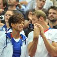 Alain Bernard et Coralie Balmy, en amoureux, ont été des supporters énergiques des Bleus. Champions olympiques pour la seconde fois consécutive le 12 août 2012 à Londres, les Experts du hand français avaient derrière eux un public en or.