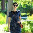 Emmy Rossum, charmante dans une tenue estivale, se promène dans un parc de Los Angeles. Le 15 août 2012