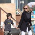 Jenny McCarthy avec son fils Evan à Malibu en 2009