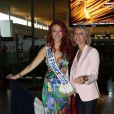 Delphine Wespiser, Miss France 2012, se rendant en Chine avec Sylvie Tellier pour le concours de Miss Monde, le 19 juillet 2012