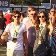Le chanteur Louis du groupe One Direction avec sa petite amie Eleanor assistent au V Festival, le samedi 18 août 2012.