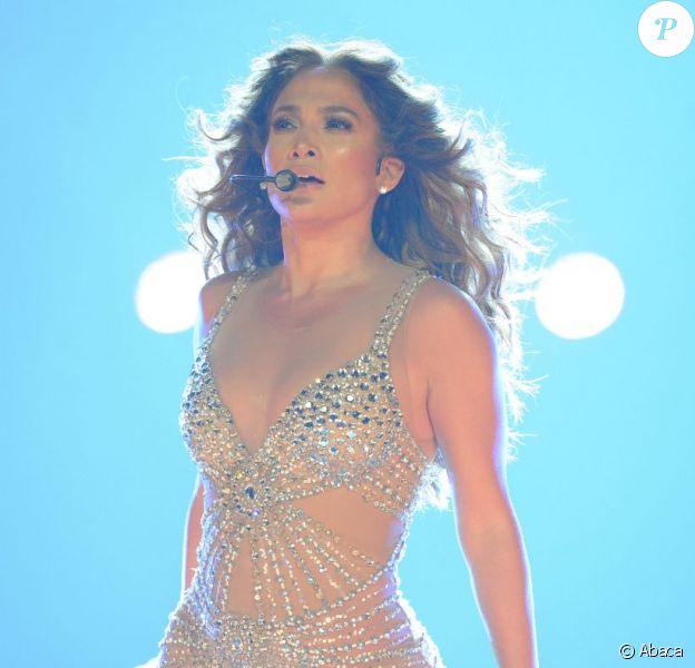 Jennifer Lopez en concert avec Dance Again World Tour à Anaheim, le 11 août 2012.