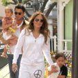 Jennifer Lopez et ses jumeaux Max et Emme à Los Angeles, le 5 avril 2012.