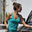 Alessandra Ambrosio quitte la boutique Williams Sonoma à Santa Monica. Le 24 août 2012.