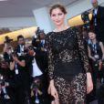 Laetitia Casta, habillée en Dolce & Gabbana, lors de la cérémonie d'ouverture de la 69e Mostra de Venise le 29 août 2012