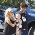 EXCLU : Kimberly Stewart et Benicio Del Toro réunis autour de leur fille Delilah à Los Angeles le 25 août 2012