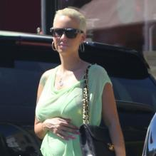 <p>EXCLU : Amber Rose, enceinte, fait du shopping à Los Angeles le 1er septembre 2012 </p>