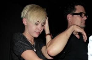 Miley Cyrus en couple : Très court vêtue pour assister au concert de son papa