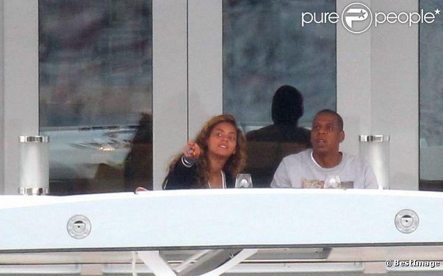 Jay-Z, Beyoncé et leur fille Blue Ivy sur un yacht dans le sud de la France le 4 septembre 2012