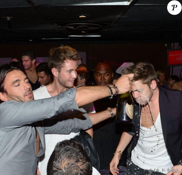 Douche de champagne pour Yoann (Secret Story 6) au Duplex, à Paris, le vendredi 7 septembre, après la finale de Secret Story 6.
