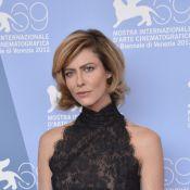 Anna Mouglalis métamorphosée: Adieu longue chevelure brune, place au carré blond