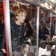 L'actrice Laura Smet à l'Espace Commines où Karl Lagerfeld présentait sa collection spéciale pour la marque de cosmétiques Shu Uemura, à Paris, le 11 septembre 2012.