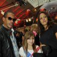 JoeyStarr, Karole Rocher et sa fille à l'Espace Commines où Karl Lagerfeld présentait sa collection spéciale pour la marque de cosmétiques Shu Uemura, à Paris, le 11 septembre 2012.