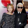 Laura Smet auprès de Karl Lagerfeld qui présente sa collection spéciale pour la marque de cosmétiques Shu Uemura, à Paris, le 11 septembre 2012.