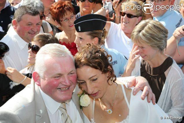 """Thierry et Annie se sont dit """"oui"""" le samedi 15 septembre en présence des autres candidats de l'Amour est dans le pré et de nombreux fans."""
