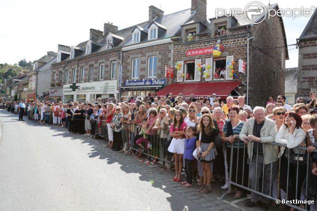 Une foule de fans se sont déplacés pour admirer Thierry et Annie se marier, le samedi 15 septembre 2012.