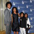 Trey Smith, Jada Pinkett-Smith, Jaden Smith et Willow Smith à Beverly Hills, le 5 mai 2009.
