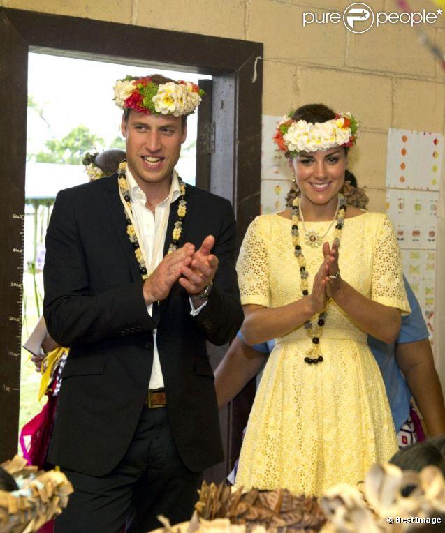 Le prince William et son épouse Kate Middleton lors de leur dernier jour de visite dans les Iles Salomon à Tuvalu le 18 septembre 2012