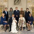 La reine Beatrix et la famille royale des Pays-Bas en 2007. En 2012, le prince Friso est plongé dans le coma après avoir été pris dans une avalanche. En septembre, il reprend brièvement conscience.